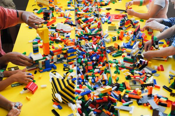 Legos Stolen From Canadian Toys 'R' Us