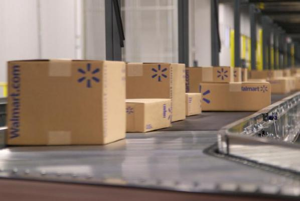 Wal-Mart tests delivery of online packages by store workers