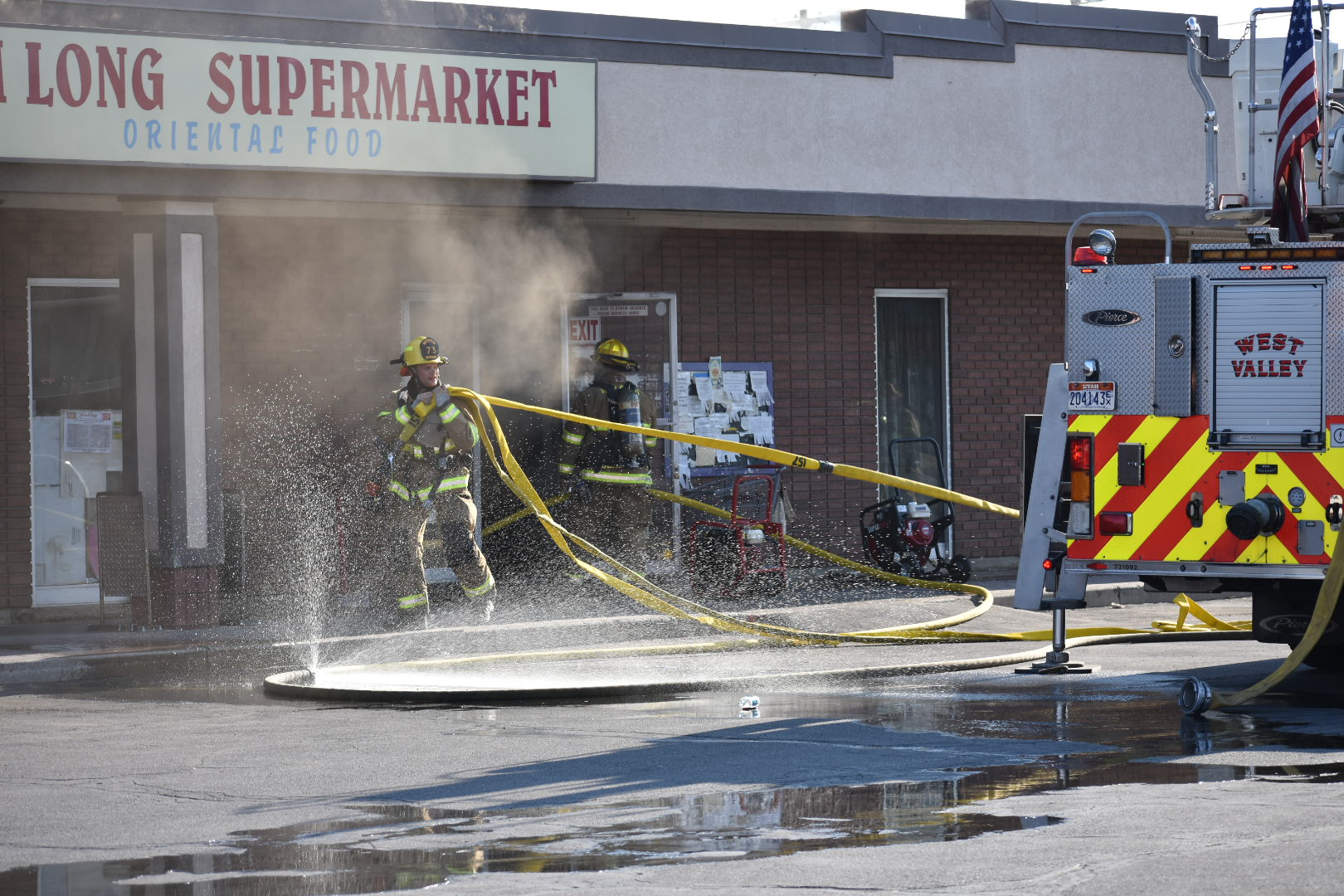 Crews extinguish blaze at supermarket in West Valley City
