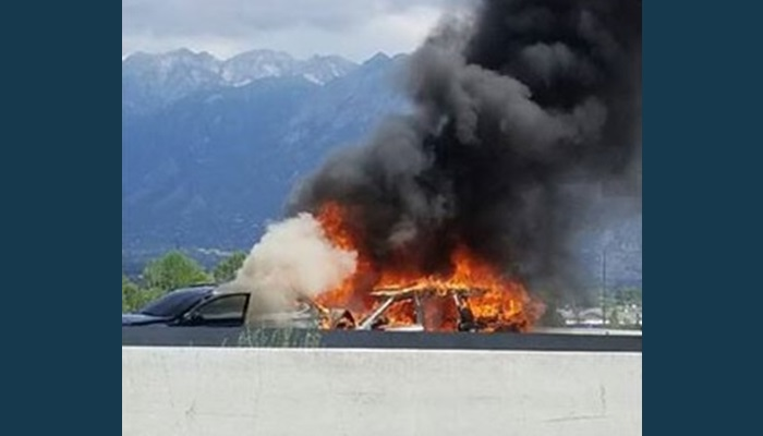 Plane crashes into highway in U.S., killing 4