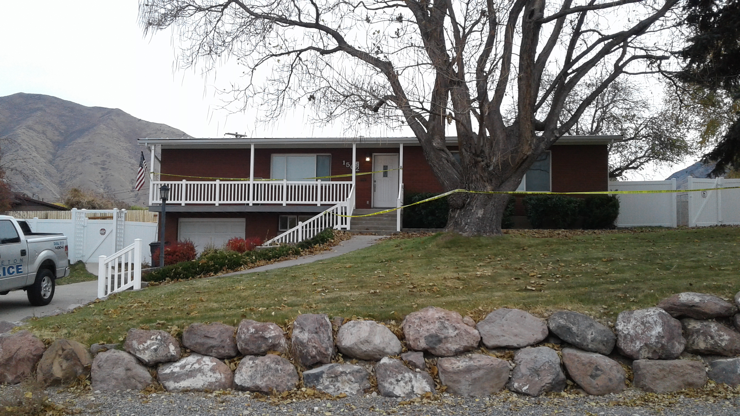 Family of 4 found dead in Mapleton home