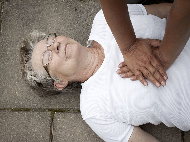Women less likely than men to get CPR from bystander