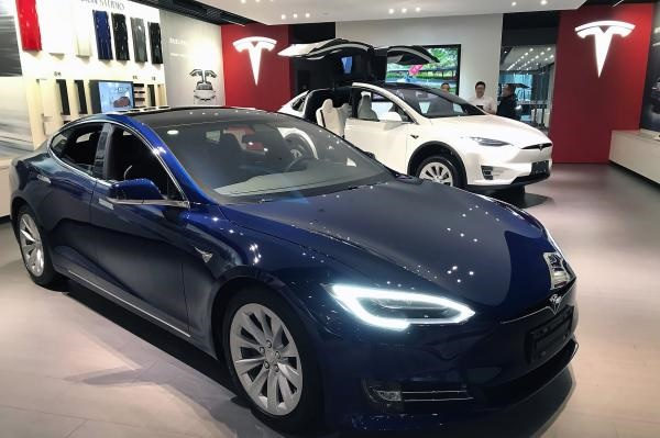 Tesla Warns Commercial Drivers Not to Use Superchargers