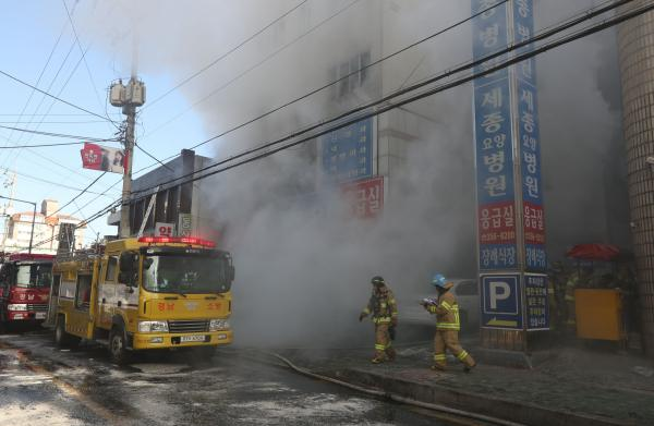 Moon Visits Scene of Miryang Hospital Fire, Expresses Condolences