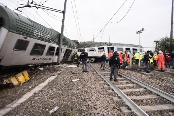 Milan train crash kills three and injures dozens