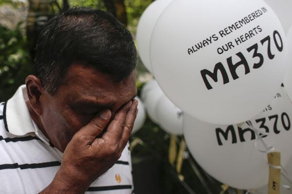 Malaysia Airlines flight 370: Search resumes for missing plane