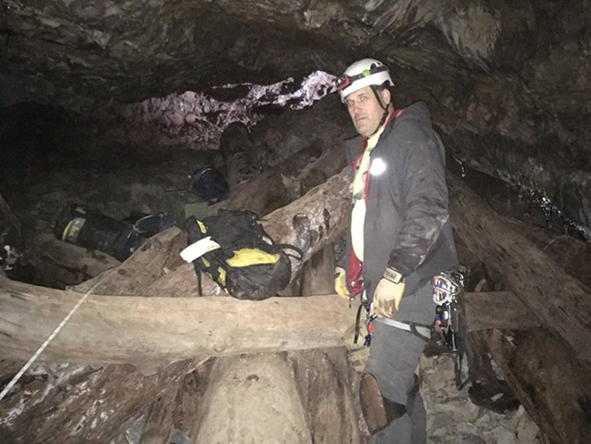 Man Caves Utah : Crews rescue injured california man from deep inside utah