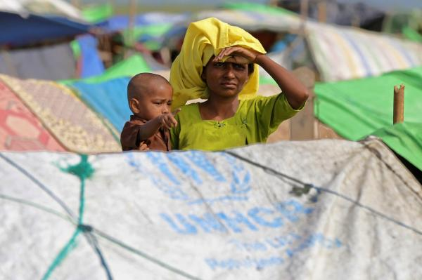Hundreds of Rohingya flee no man's land after Myanmar threat