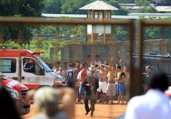 20 killed as prisoners attempt to break out