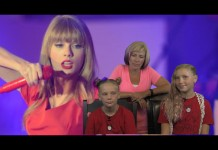 Taylor Swift, Jo, Same and Mom