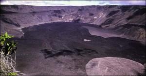 Galapagos-Islands-volcano-erupts