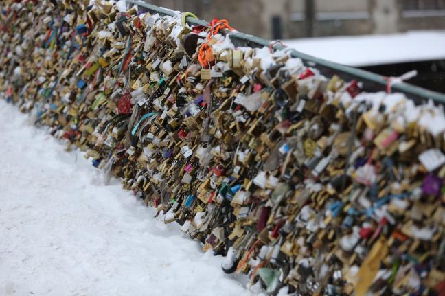 Love locks cause bridge Safety Risks Paris