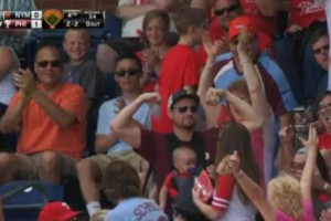 Phillies-fan-catches-foul-ball-with-baby-strapped-to-his-chest