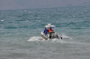Rescue teams search for survivors in Monday's Bear Lake capsizing which killed four and injured three others. Photo: Utah Scanner/Twitter