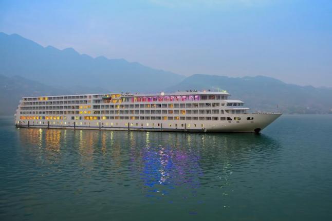 Cruise Ship Capsizes on Yangtze River