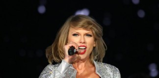 "Taylor Swift Gives Rare, Emotional Performance Of ""Ronan"""