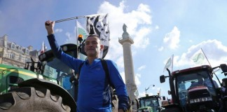 Farmers and Supporters Protest Paris