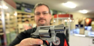 Los-Angeles-approves-law-requiring-locked-guns