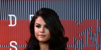 Selena-Gomez-talks-lupus-diagnosis-chemotherapy-treatments