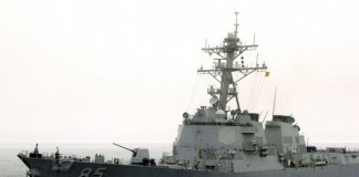 U.S. Destroyer Sails Near Disputed Chinese Islands