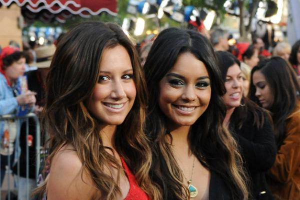 Ashley Tisdale, Vanessa Hudgens Reunite