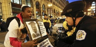 Protesters-shut-down-Chicago-shopping-district-demand-federal-probe-in-McDonald-shooting
