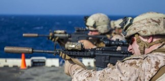 US-Marines-react-to-switch-from-M16-to-M4