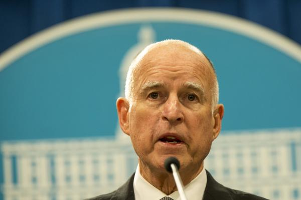 California-legislators-send-15-minimum-wage-bill-to-Gov-Brown