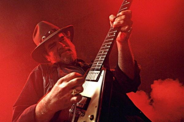 Blues-guitarist-Lonnie-Mack-dies-at-74
