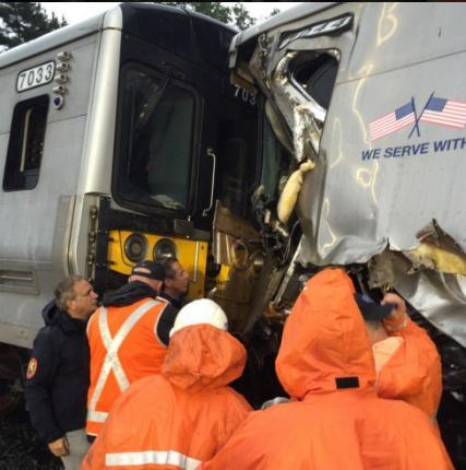 33 people injured after NY commuter train derails
