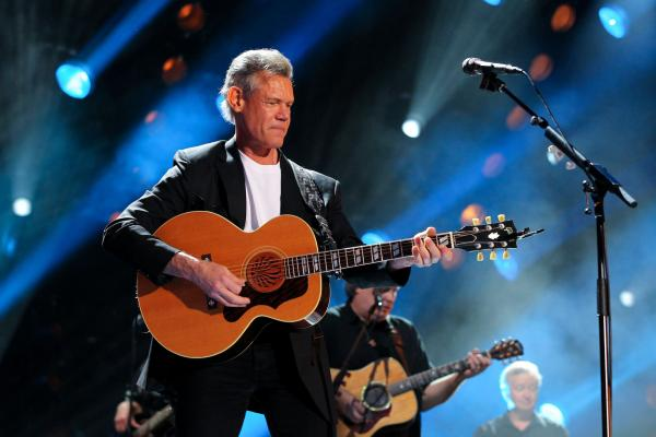 Randy Travis surprises crowd at Country Music Hall of Fame with performance