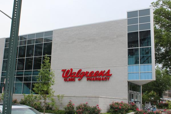 Walgreens, Rite Aid drop merger price, postpone closing