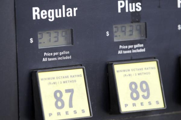 Gas prices continue to inch up in Maine