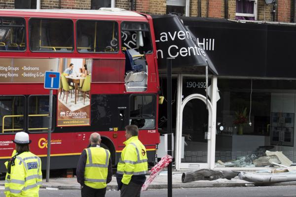 Double Decker Bus Crashes Into London Shop 10 Hurt Gephardt Daily
