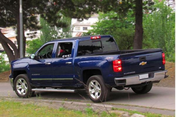 Gm recalling nearly 700 000 chevy gmc pickup trucks for Motor city gmc used trucks