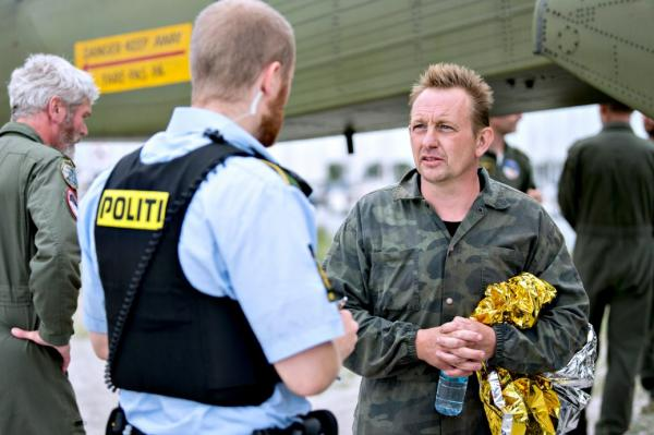 Swedish journalist killed by falling hatch-cover, submariner claims