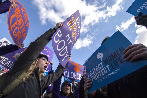 Judge blocks Texas' ban on second-term abortions