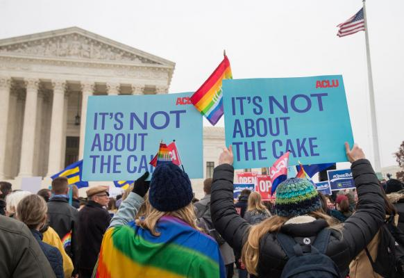 Court rules against Oregon bakers in wedding cake case