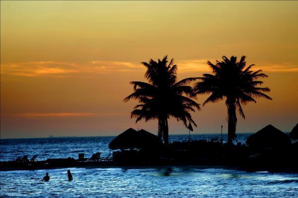 Venezuelan immigrants found dead after boat sinks in Caribbean