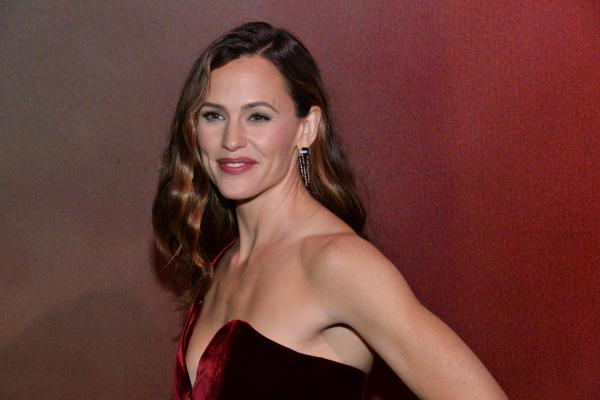 Jennifer Garner Is Returning To TV In Lena Dunham's HBO Comedy 'Camping'