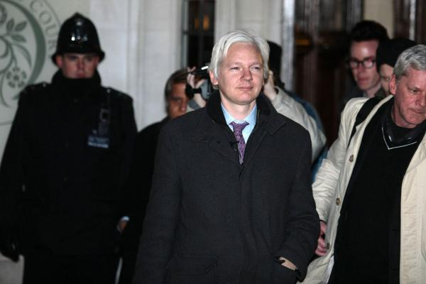 Assange loses bid to quash arrest warrant