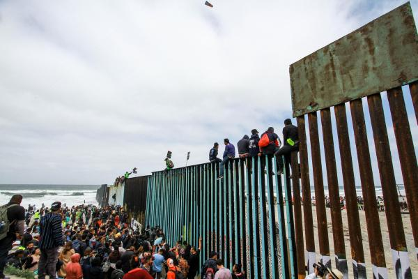 u s asylum Us customs officials in tijuana have begun processing some central americans from a caravan seeking asylum in the united states, despite strong condemnation of the migrants by president.